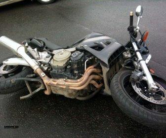 Мотоциклист попал под колеса легковушки в ДТП на севере Волгограда