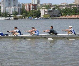 Ростовчанин с друзьями решил на лодке с веслами переплыть Черное море