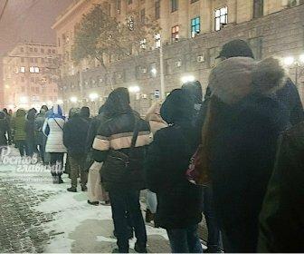 В мороз и метель ростовчане не могли дождаться общественный транспорт