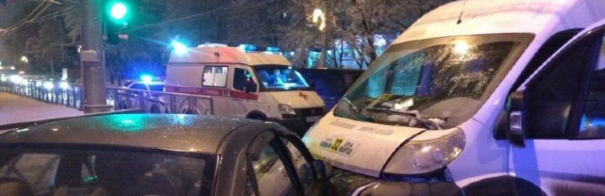 4 человека пострадали в ДТП иномарки с маршруткой в Ставрополе